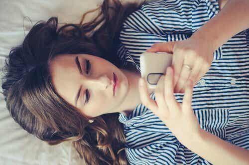 온라인 데이트 중 고통을 피할 수 있는 3가지 전략