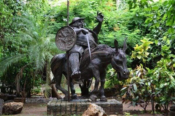 돈키호테: 산초 판자 동상