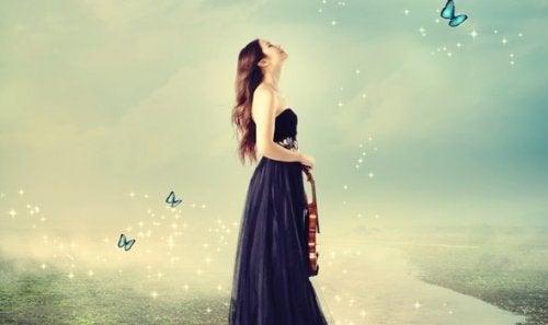 자아 실현: 바이올린을 든 여자