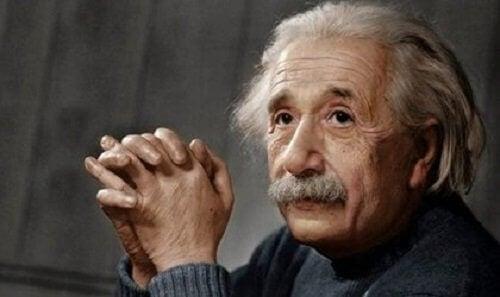 알버트 아인슈타인: 혁명적인 천재의 일대기