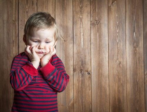 짜증을 해결하는 방법: 짜증난 아이