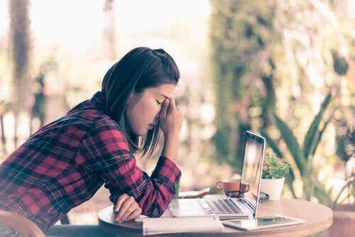 긍정적으로 짜증을 해결하는 방법: 5가지 핵심 팁