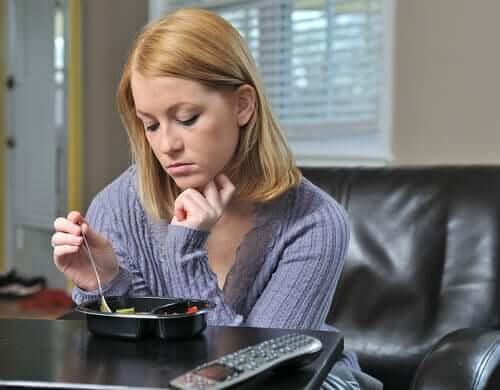 우울증으로 인한 섭식 장애를 가진 여성