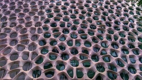 건물 외벽 구멍 장식