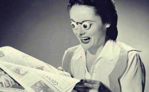 뉴스를 읽는 여자