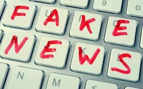노암 촘스키: 가짜 뉴스 그리고 탈진실