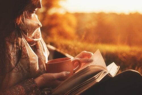 자서전 읽는 소녀