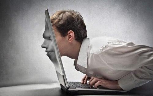3. 인터넷은 동떨어진 사회적 관계를 촉진한다