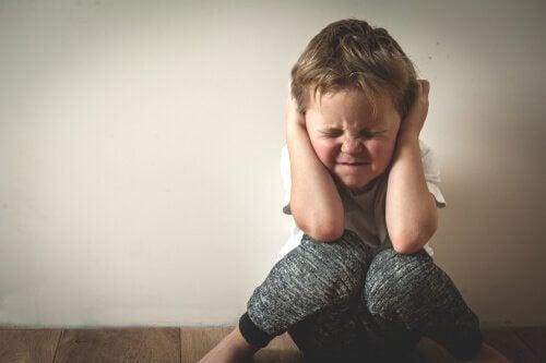 독성 스트레스 괴로워하는 아이