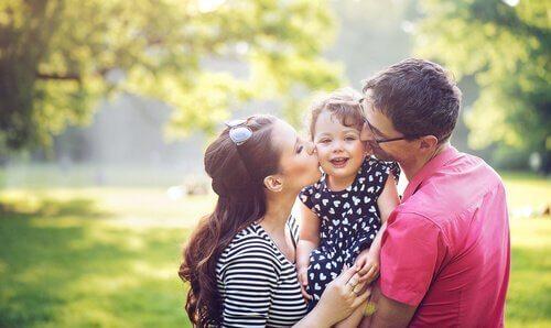 아이의 감정적 의존을 막기 위해 노력하는 부모