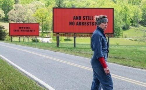 영화 '쓰리 빌보드': 고통 속 분노