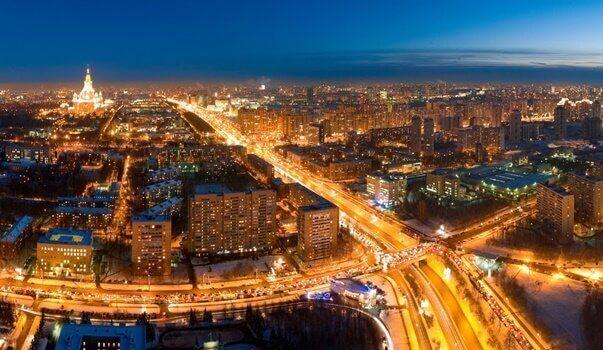 블루라이트, 기술적 불면증을 일으키는 주범 - 밤에도 환하게 불 켜져 있는 도시