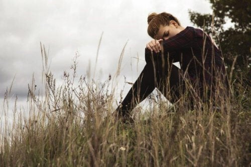 창조적인 절망 앉아있는 여성