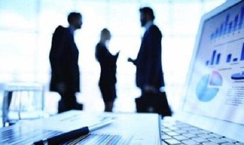 그룹 및 팀을 이끌 수 있는 팁: 직장
