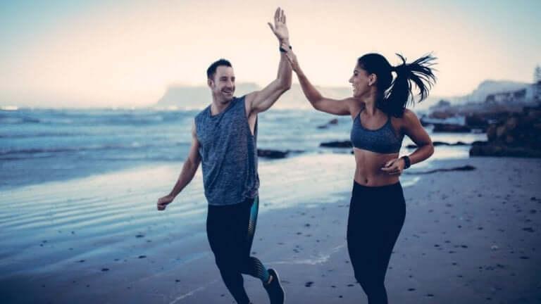 팀 운동과 정신 건강 증진의 관계를 보여주는 연인