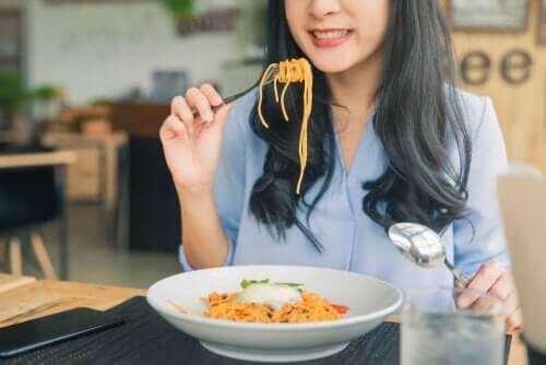 배고픔에 관한 이론: 우리는 왜 먹을까?