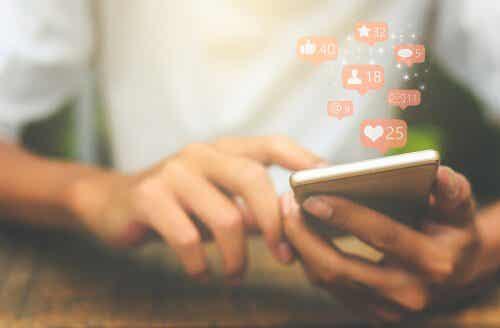 소셜 미디어 인스타그램: 붕괴된 자아