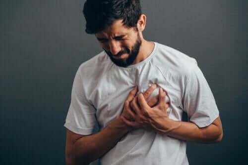 불안 유도 가슴 통증을 앓고 있는가?