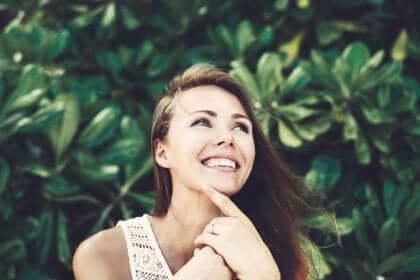 인간과 죽음 - 웃고 있는 여성