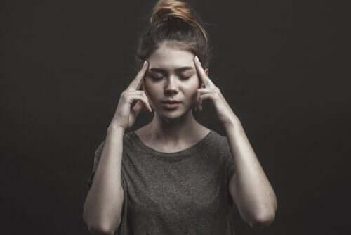 경험 회피 장애 - 생각을 조절하는 여자
