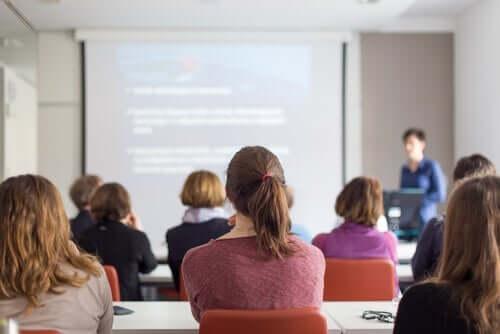 대학 생활 - 수업 듣는 학생들 2