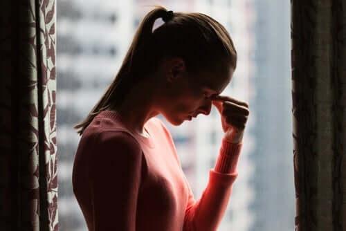 내가 인생을 낭비했나: 고뇌하고 있는 여성