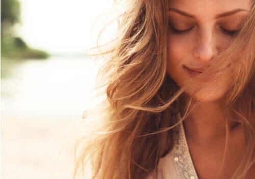 행복한 인생 - 행복한 표정의 여성