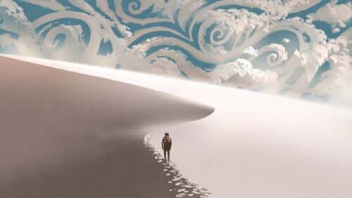 사막을 걷는 남성