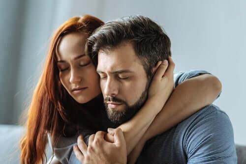 연인 관계에서 자율성을 얻는 방법: 서로를 의지하는 남녀