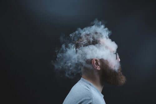 숨은 분노: 성격을 바꾸는 감정- 연기에 휩싸인 남자