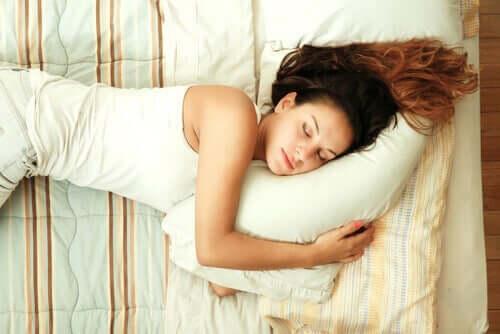 수면중인 여성