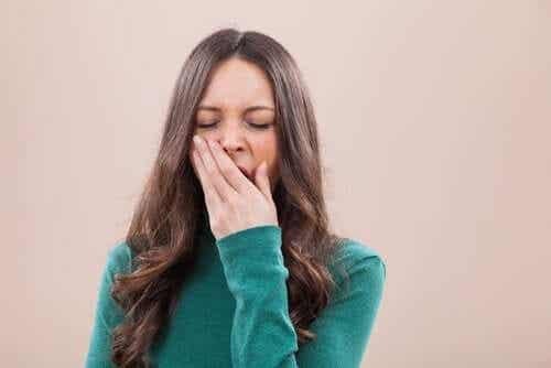 하품은 건강에 좋다: 뇌를 식히는 방법