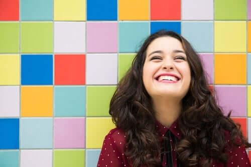 미소의 힘: 세 가지 실험으로 알아보자