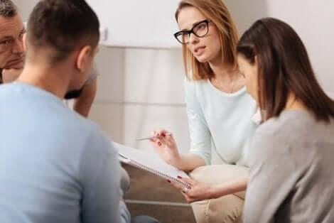 정신질환자에 대한 심리 사회적 개입은