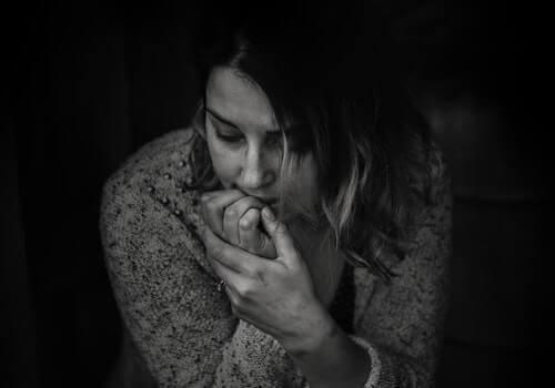 우울증 진단 - 고민하는 여자