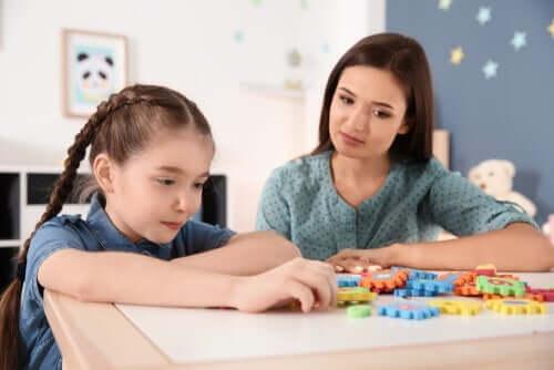 코로나바이러스 위기 동안 자폐 아동을 돕는 7가지 핵심