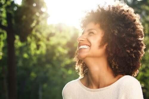 웃고 있는 여성