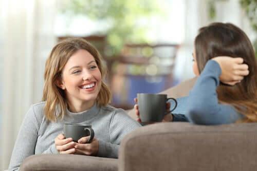 두-여성-의-대화