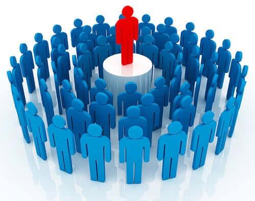 리더쉽은 지배가 아니라 공동의 목표를 위해 일 하도록 사람들을 설득하는 기술