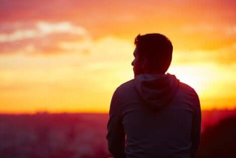 사람은 용기와 희망으로 만들어진다.
