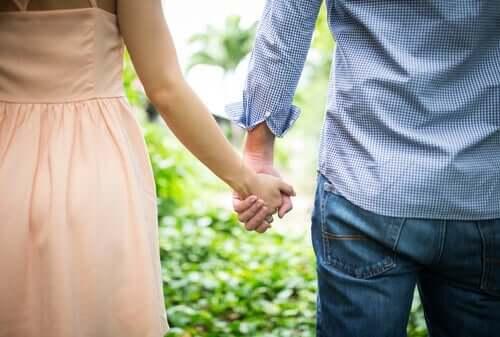 어린 시절의 애착 유형: 낭만적인 관계에 미치는 영향