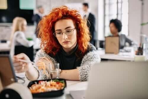 지루한 식사는 무엇이고 왜 일어나는가