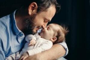 아빠가 되는 것은 호르몬 변화를 유발할 수 있다