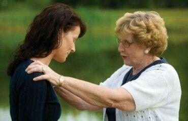성인 자녀를 심리적으로 학대하는 부모