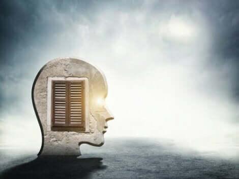 불안과 관련된 감정을 어떻게 관리할 수 있을까?