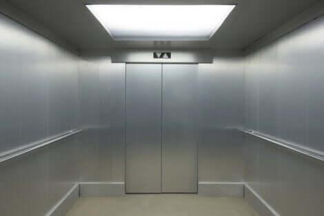 엘리베이터 공포증: 그 원인과 증상