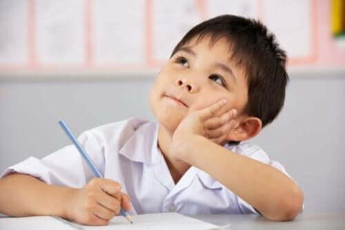 사고 기반 학습(TBL)은 무엇으로 구성되는가?