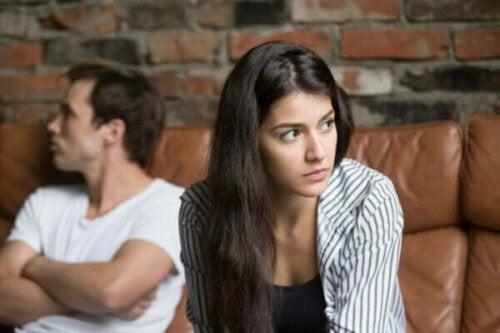 관계에서 나타날 수 있는 4가지 경고 신호