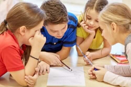 생각하는 법을 가르치고 배우는 것: 질문하는 것의 중요성