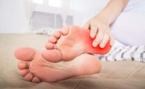 화끈거리는 발 증후군: 원인 및 증상